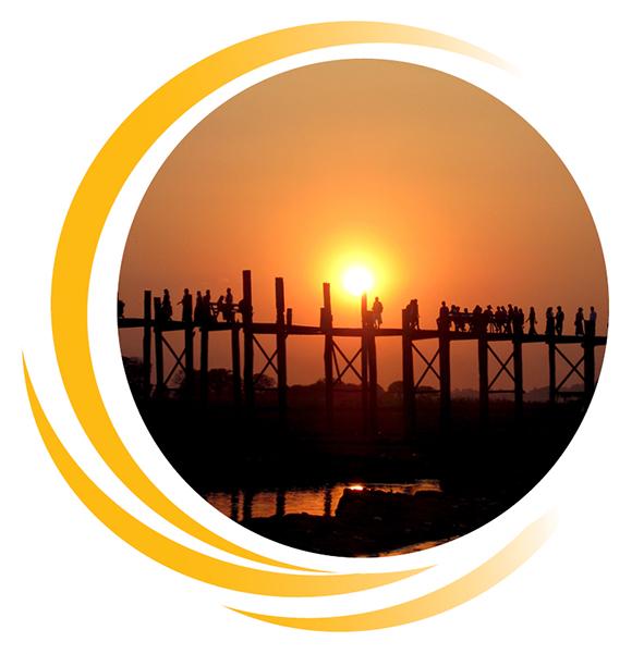 Menschen begegnen sich bei Sonnenuntergang auf einer Brücke